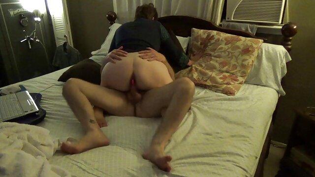 Im Hundehaus brach reife damen porno in pussy