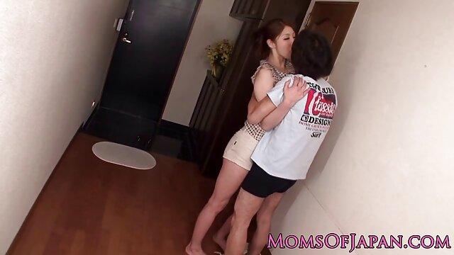 Minchi im Badezimmer pornos von reifen frauen eines jungen Paares