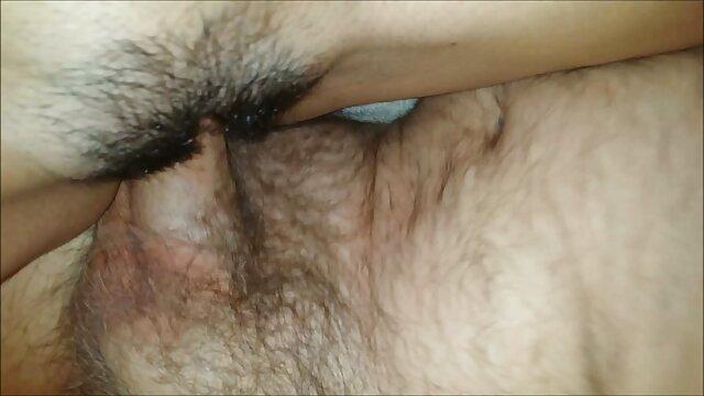 Zeigt Muschi auf Kamera porno deutsche reife frauen